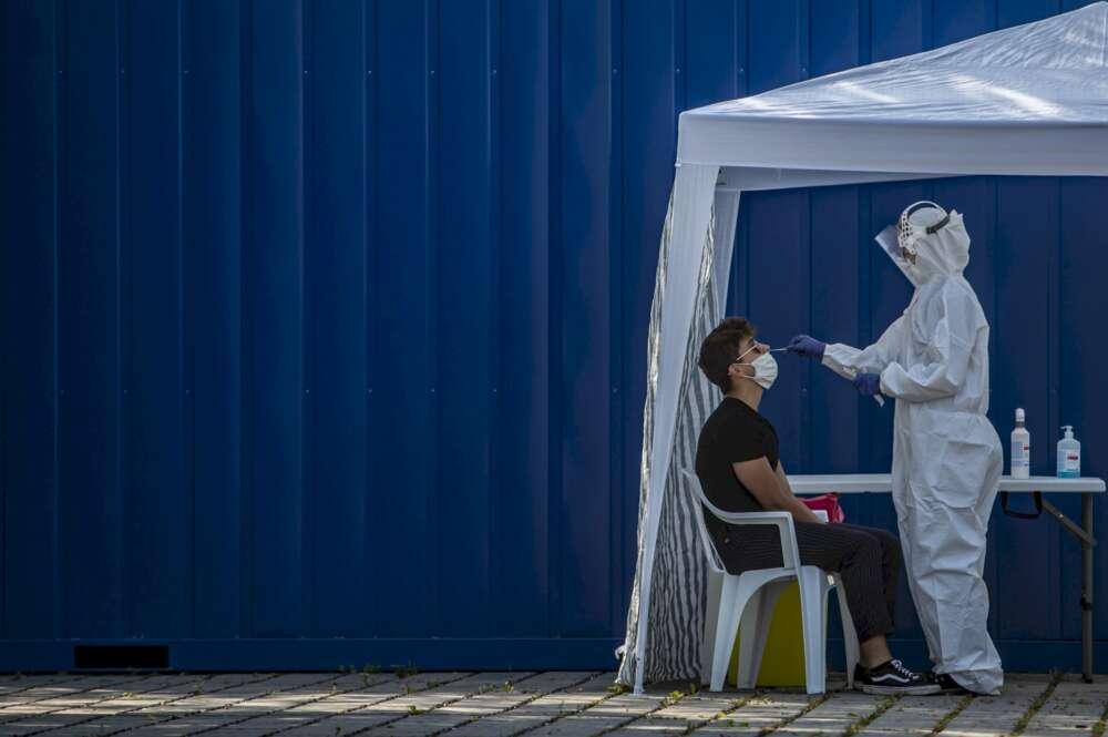 Madrid redujo un 30% las PCR mientras presumía de rebajar contagios