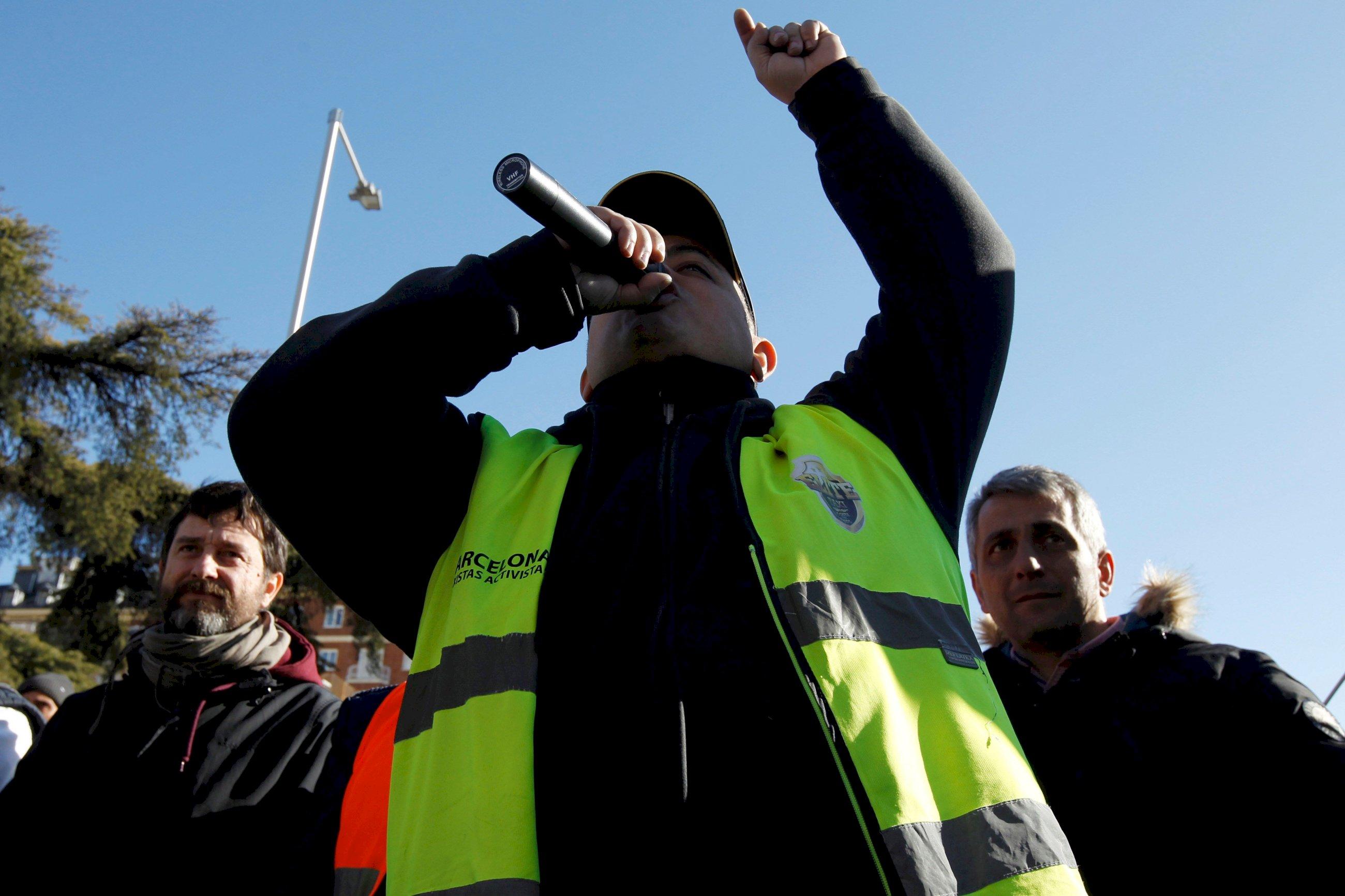 Guerra civil en el taxi: traiciones, insultos y líderes caídos
