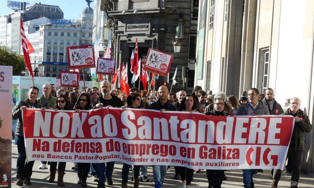 El hachazo del Santander: 135 oficinas y 270 trabajadores en Galicia