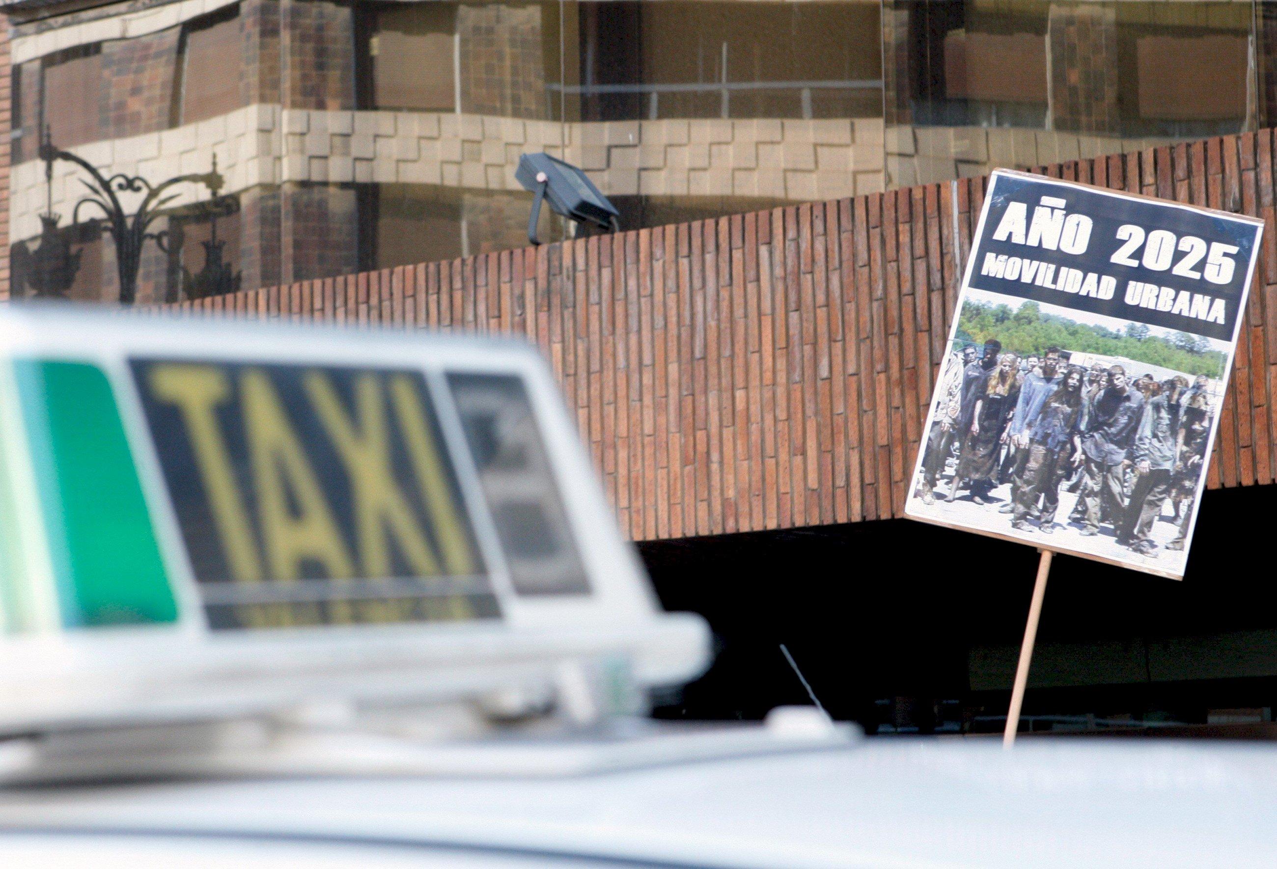 El taxi vive su vía crucis en los juzgados contra Uber y Cabify