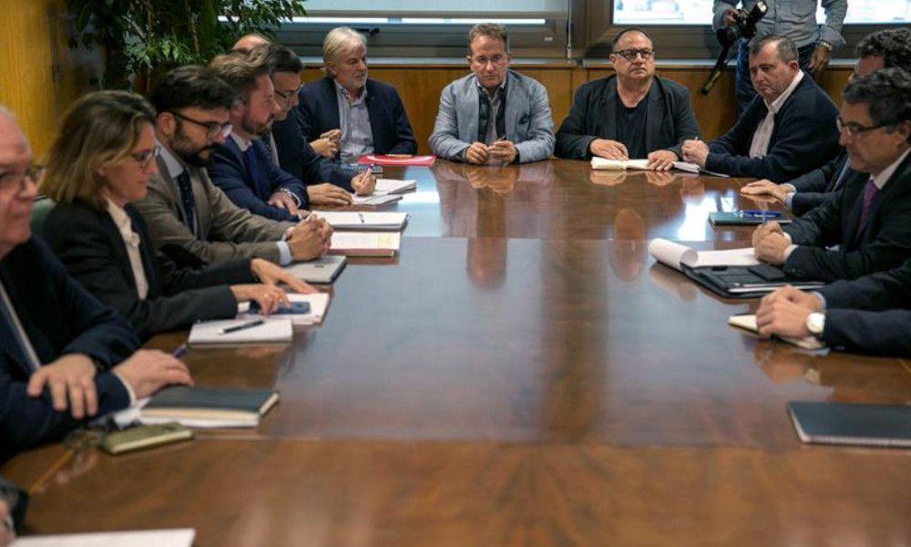 La Xunta culpa a Pedro Sánchez de los cierres de Alcoa