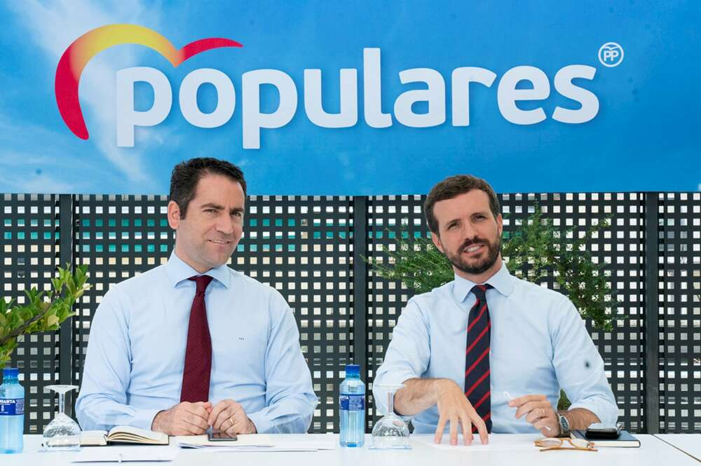 Casado desaira a Feijóo y descarta la coalición con el PSOE