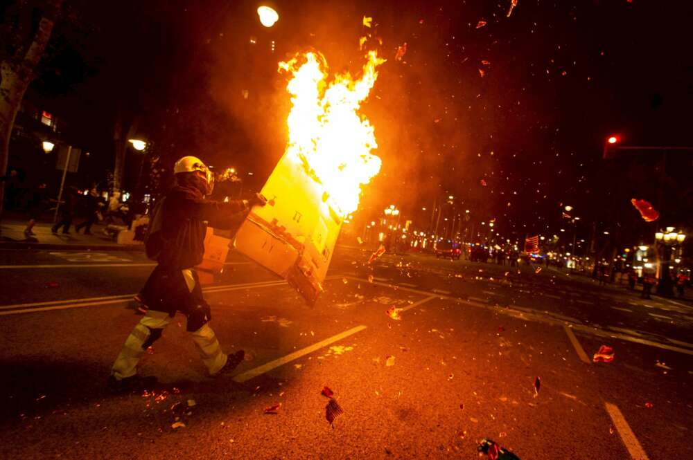 Intentan quemar una tienda de Zara durante los disturbios en Cataluña
