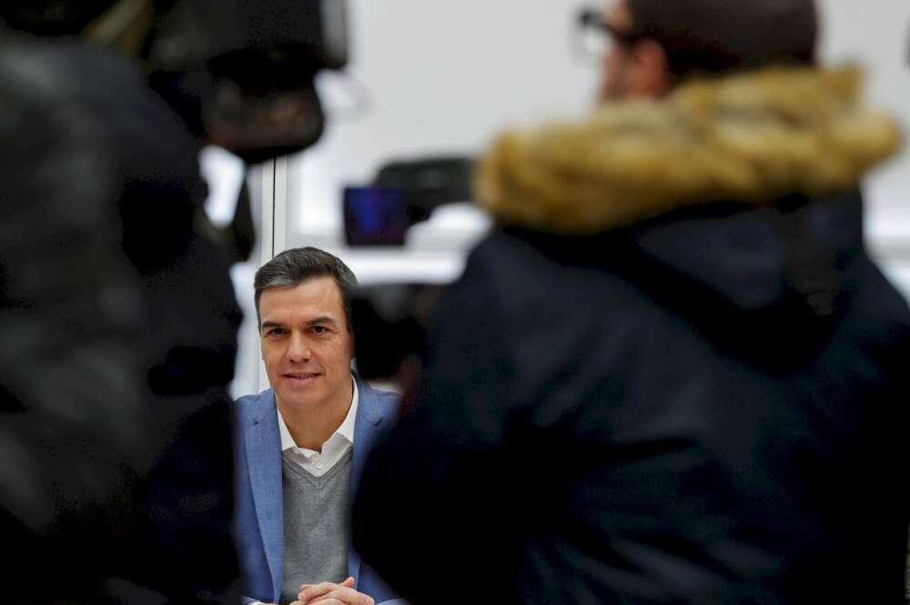 Sánchez inicia su investidura clandestina sometido al soberanismo