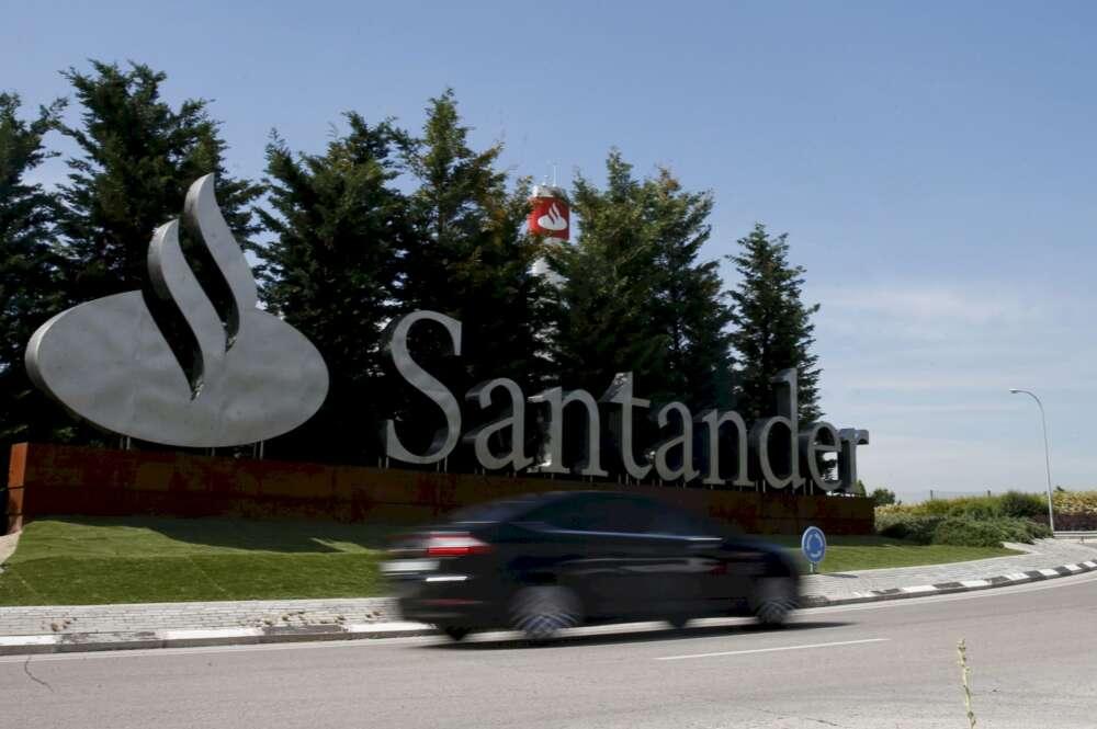 """Revuelta en el Santander por """"presionar"""" a los trabajadores en el ERE"""