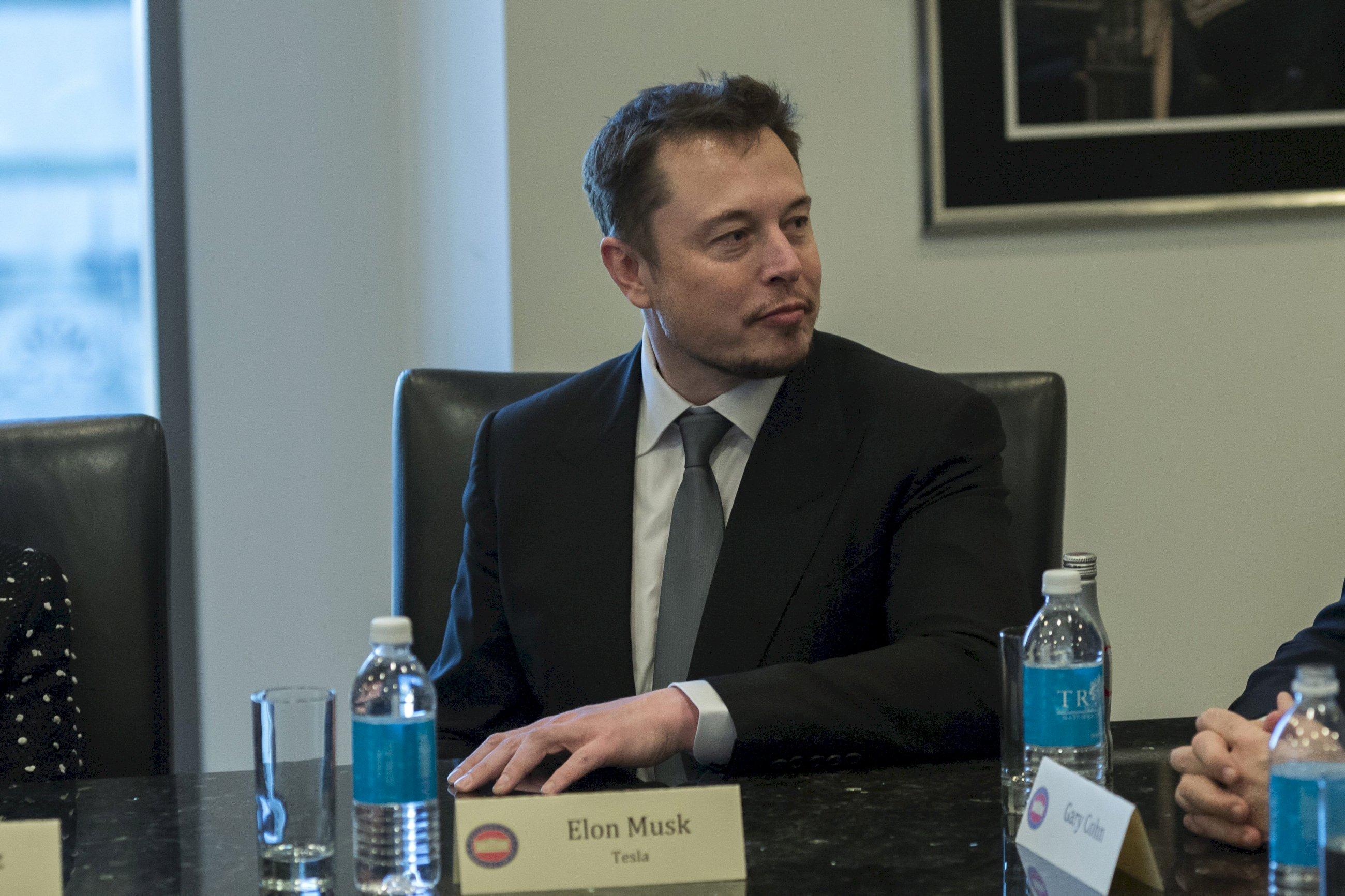Wall Street castiga con dureza el victimismo de Elon Musk