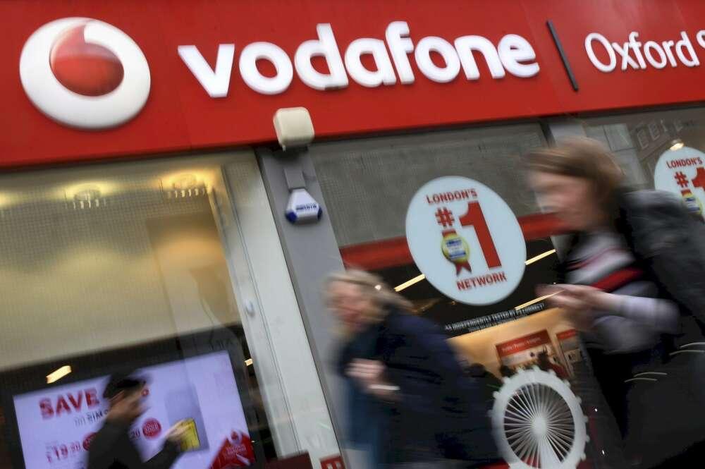 Hasta los clientes se rebelan en Galicia contra el ERE de Vodafone