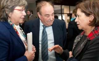 José Silveira, el dueño de Naviera Elcano, junto a la conselleira de Mar, Rosa Quintana (izquierda) y la exministra de Pesca, Elena Espinosa (derecha) / EFE
