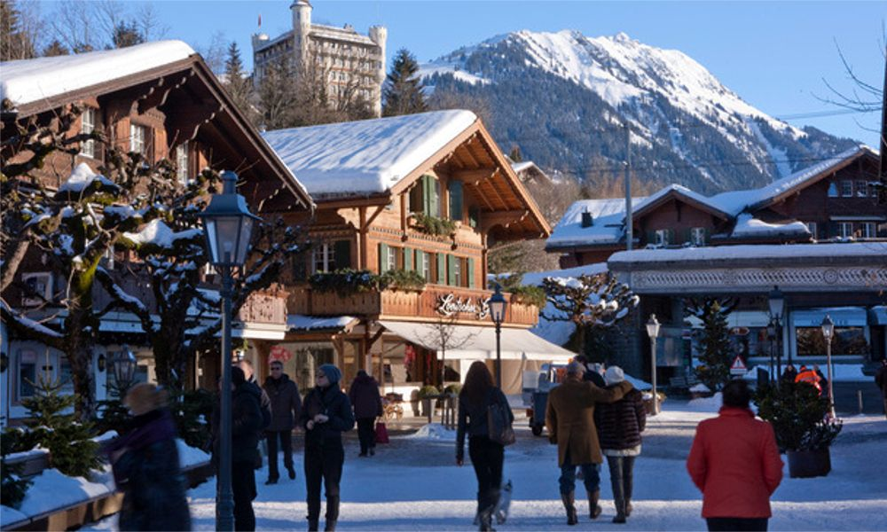 Los pufos del ladrillo de las cajas gallegas llegan hasta los Alpes suizos