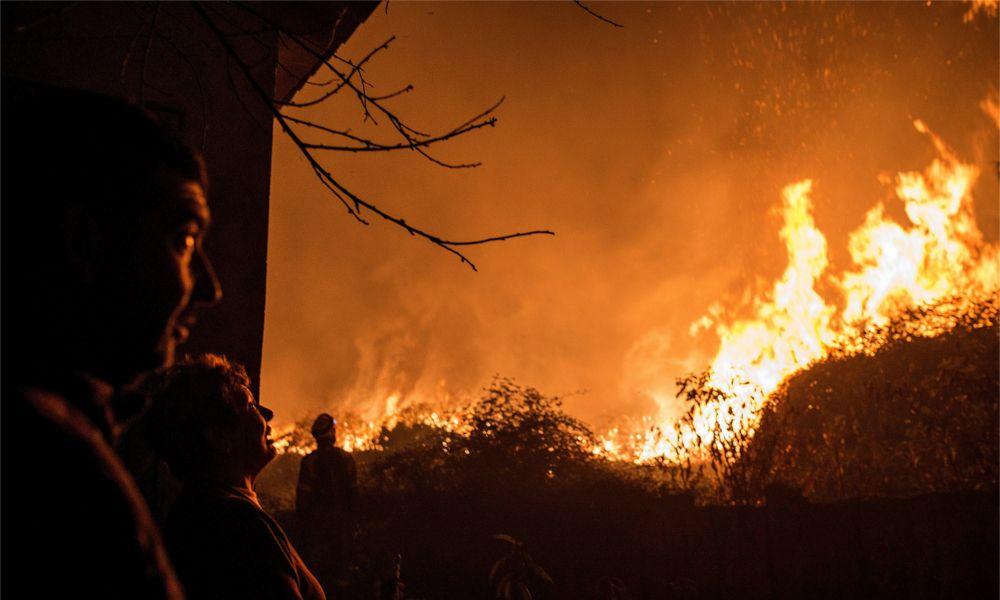 Los 50 incendios activos en Galicia dejan de amenazar las viviendas