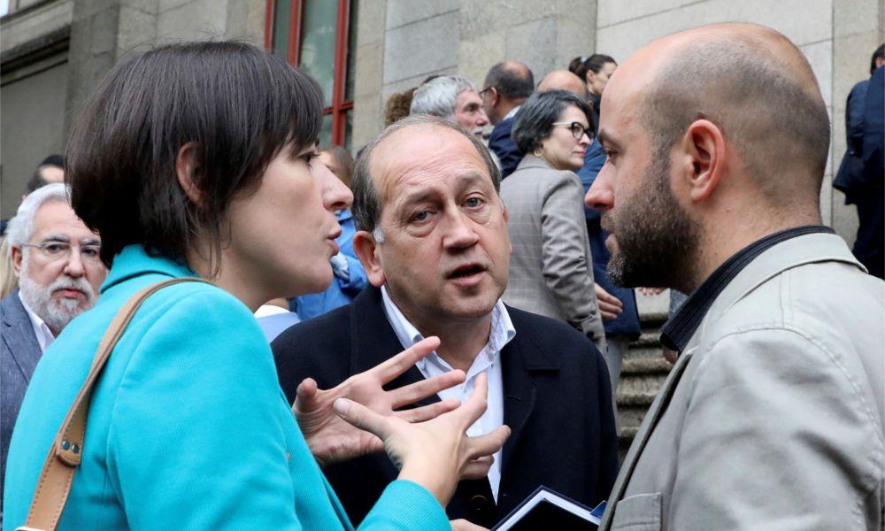 Los conselleiros callan y la oposición asume un Gobierno 'interino'