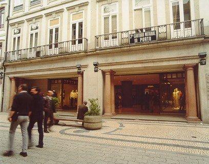 Primera tienda de Zara en el extranjero, en la localidad portuguesa de Oporto