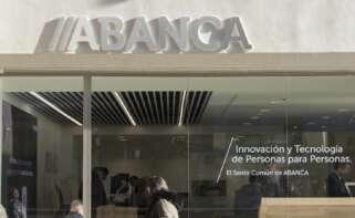 Abanca garantiza que pondrá cajeros o servicio móvil en los municipios donde cierra oficinas