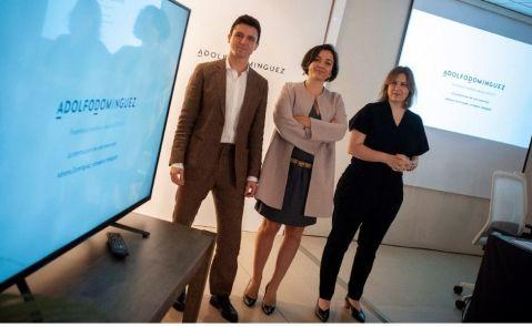 La consejera delegada de Adolfo Domínguez, Adriana Domínguez (c), el director general, Antonio Puente (i) y la directora de ecommerce y marketing, Patricia Alonso / EFE