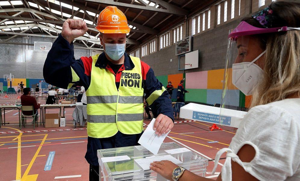 Galicia salva a Feijóo y culpa al PSOE de la sangría industrial