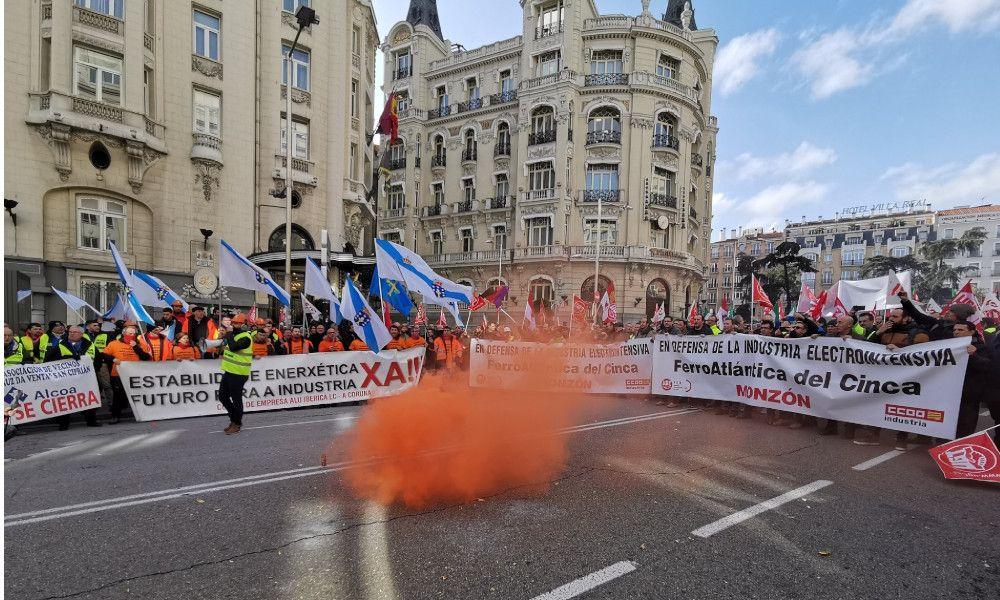 El plan de Sánchez para Alcoa permite despidos masivos en la industria