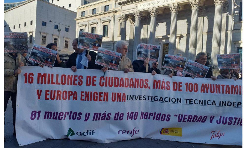 Las víctimas del Alvia señalan a Pablo Iglesias y Yolanda Díaz