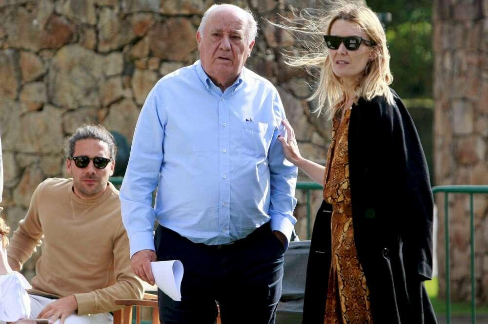 Amancio Ortega junto los protagonistas de la boda: su hija Marta y Carlos Torretta   EFE