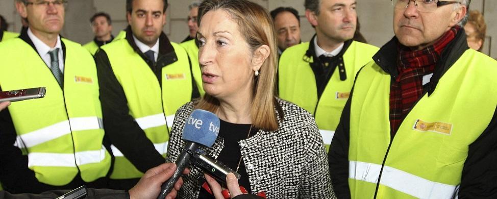 Ana Pastor culpa a las empresas de los parones en el AVE a Galicia