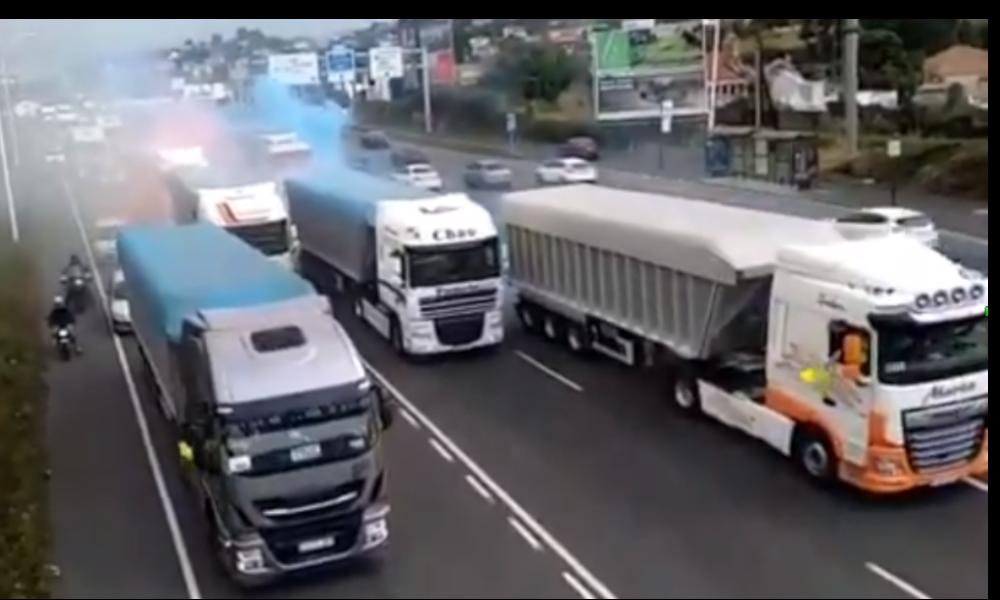 Doscientos camiones de As Pontes colapsan A Coruña