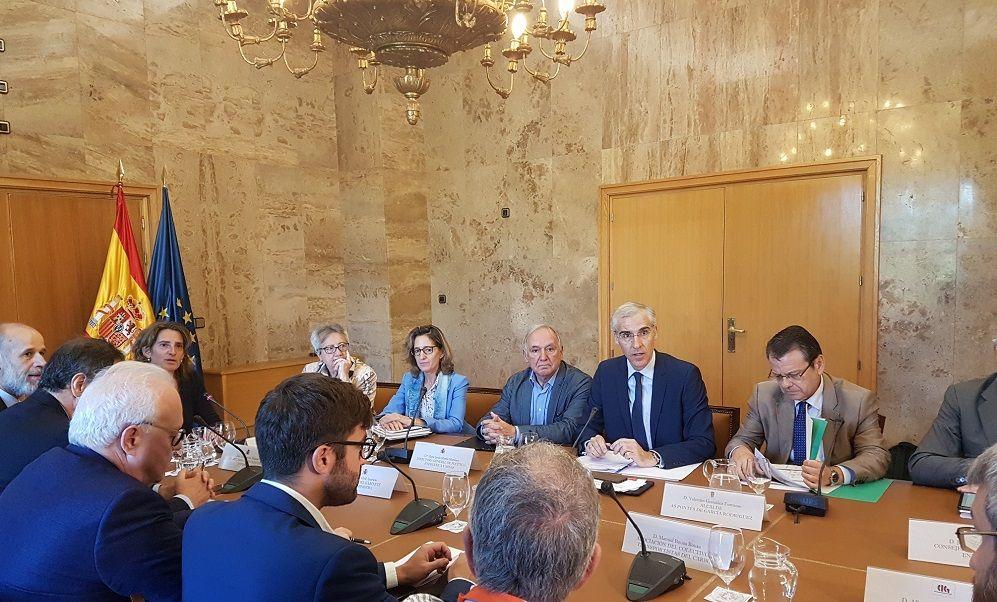 """La Xunta critica a un Gobierno """"sin ideas"""" ante el cierre de As Pontes"""