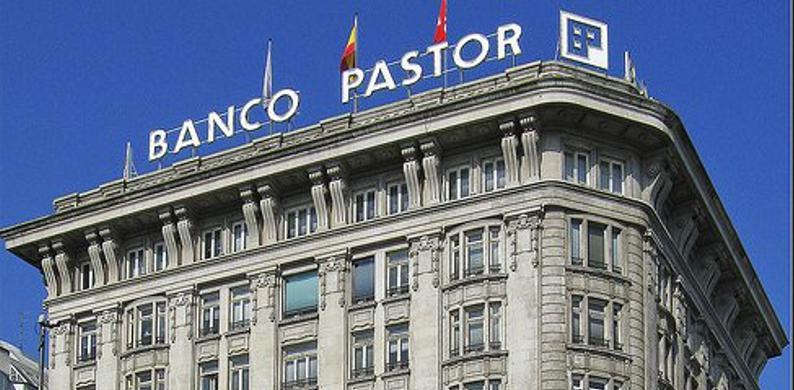 La UDEF entra en la sede central de Banco Pastor en A Coruña