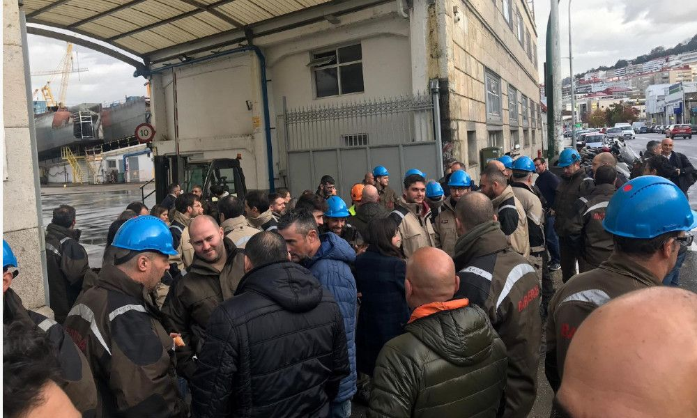 Salvavidas para las auxiliares en plena revuelta en Barreras