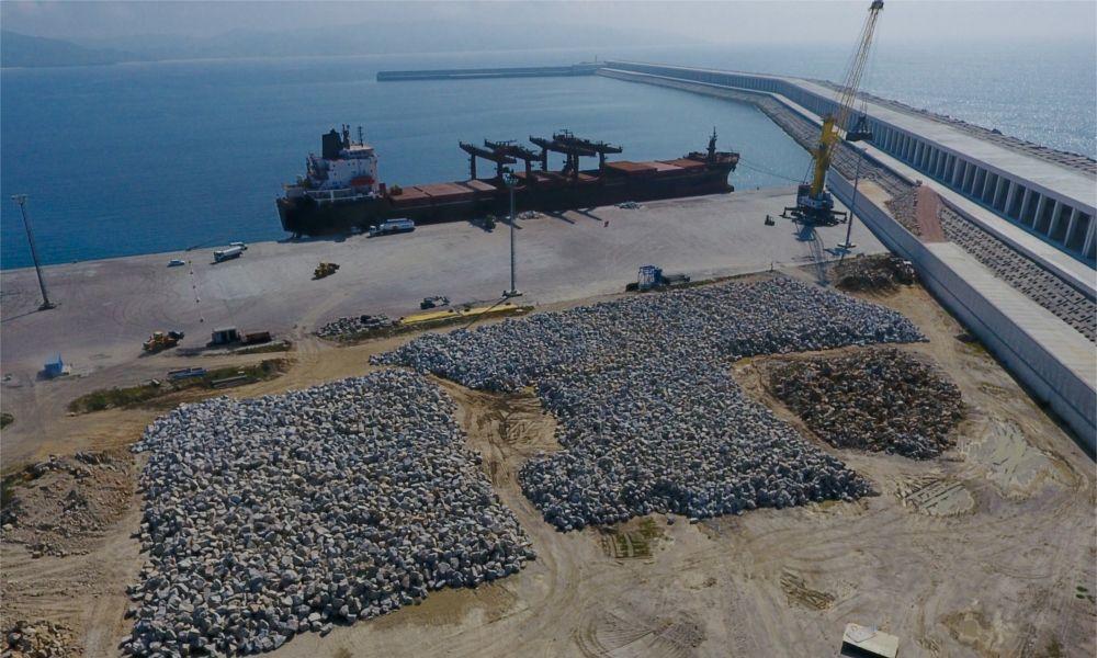 Meirama, Endesa y Alcoa asfixian a los puertos de A Coruña y Ferrol
