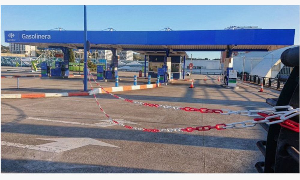 La gasolinera de Carrefour en A Coruña, demolida