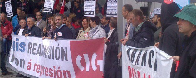 Trabajadores de Abanca protestan contra cinco años de despidos