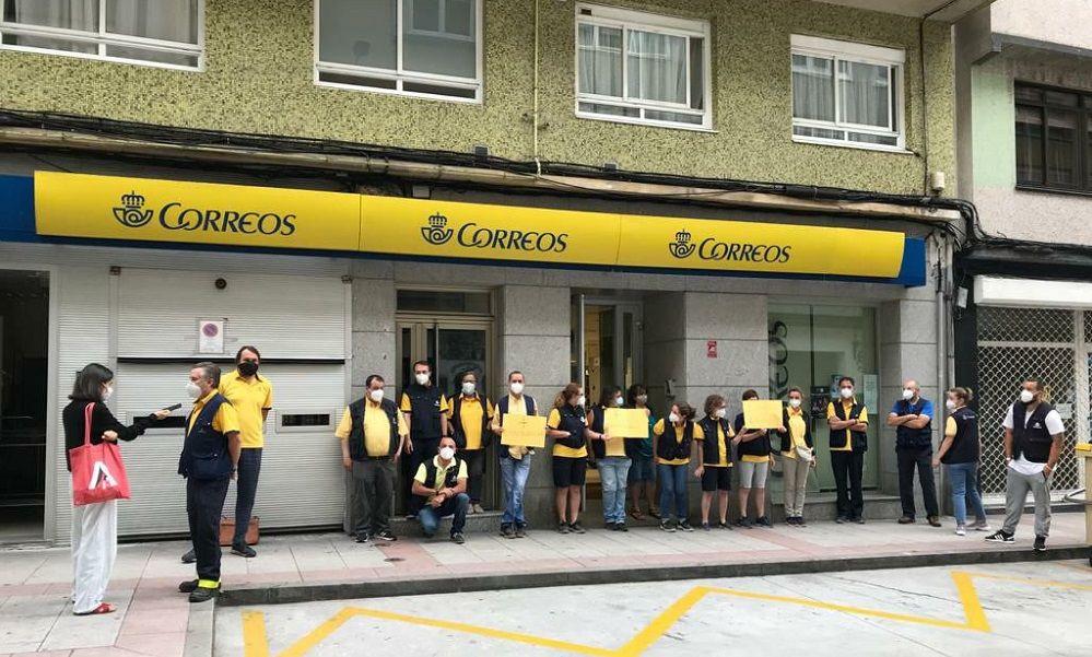 La plantilla de Correos en A Coruña se levanta y exige contrataciones