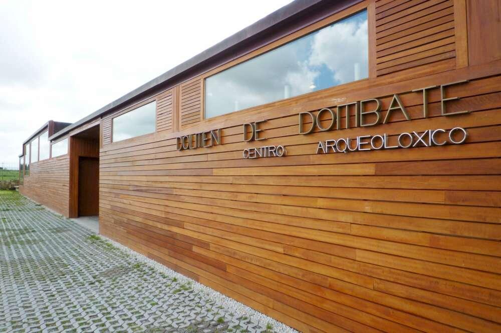 Cinco asociaciones cargan contra la gestión del Dolmen de Dombate