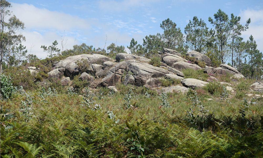 El parque eólico de Mouriños sigue dañando la Serra do Gontón