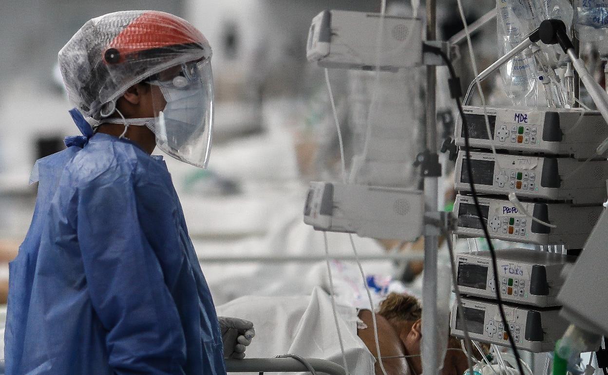 El coronavirus repunta en Galicia y sube la presión en las UCI