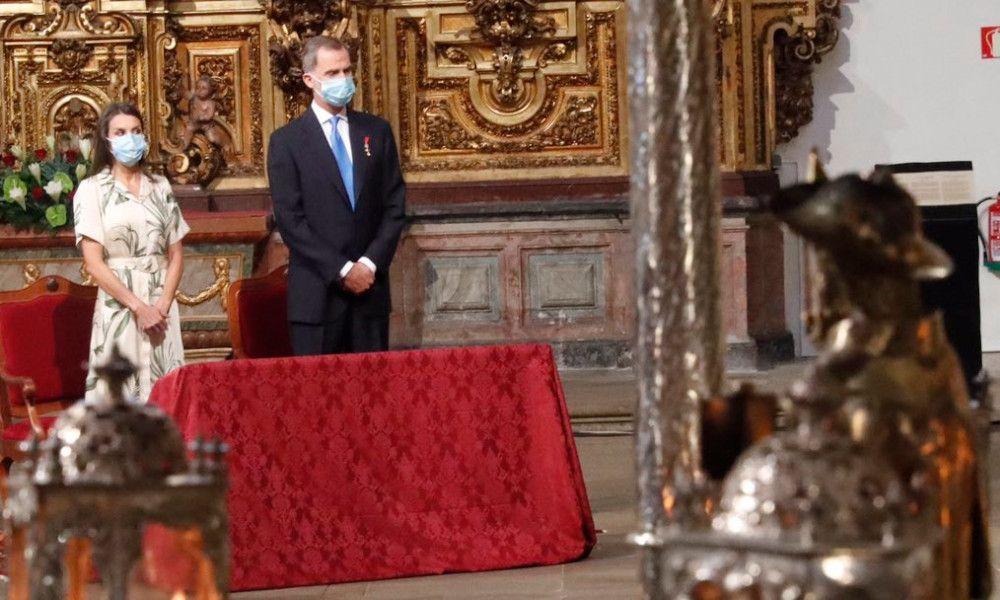 Covid-19: Felipe VI homenajea a las víctimas en su ofrenda al Apóstol