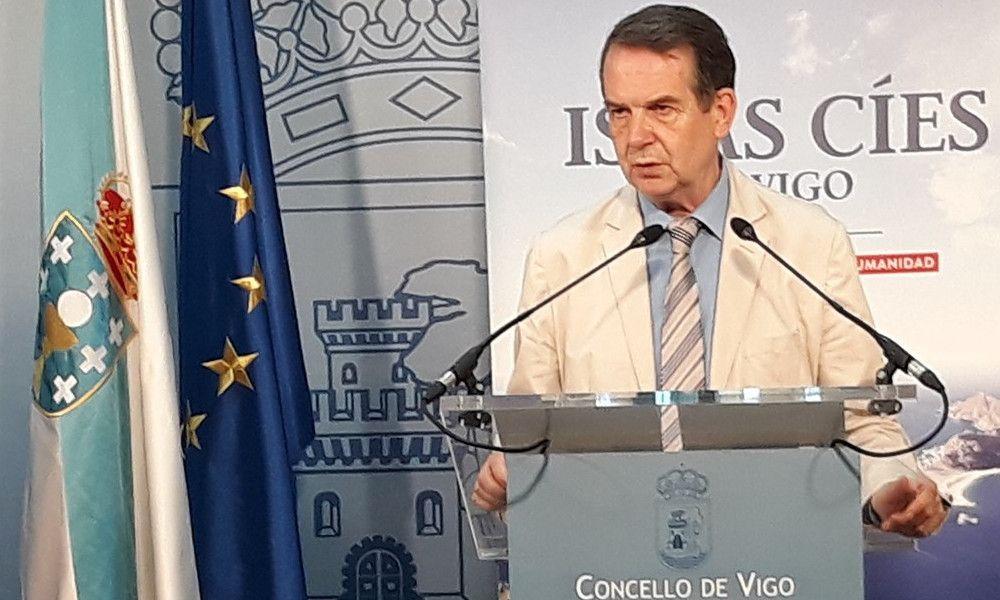 Caballero reabre su guerra con A Coruña a cuenta del nuevo hospital