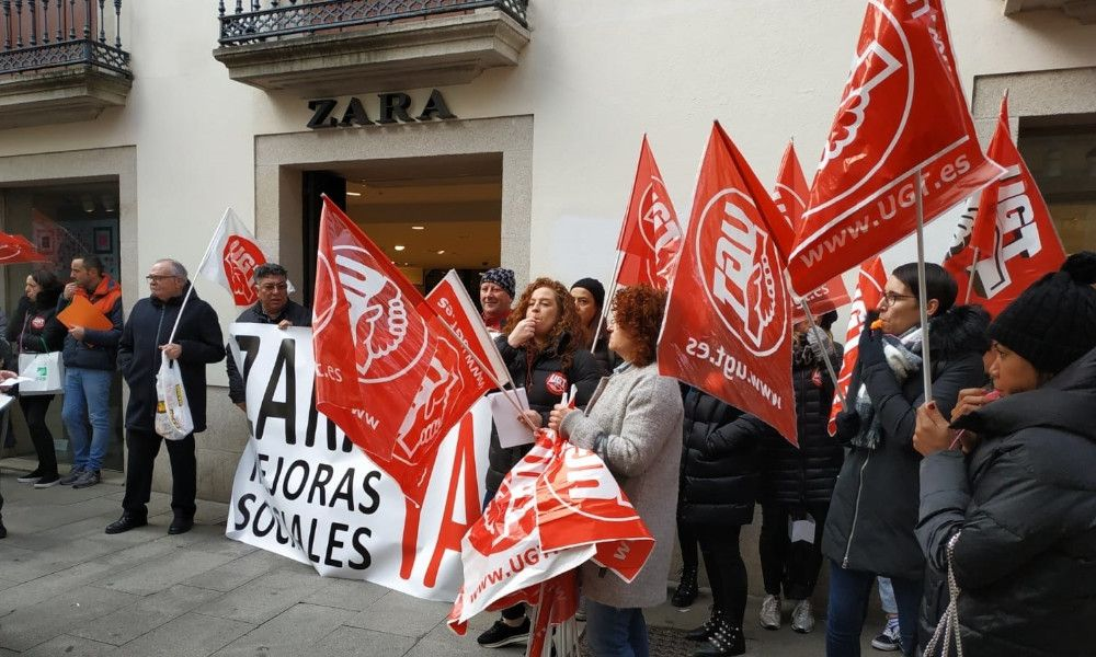 Las trabajadoras de Oysho llevan su protesta a la sede de Inditex