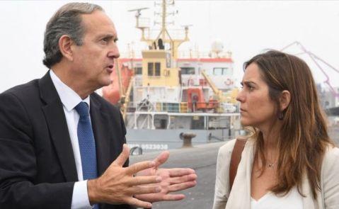 El presidente de la Autoridad Portuaria, Enrique Losada; y la alcaldesa de A Coruña, Inés Rey