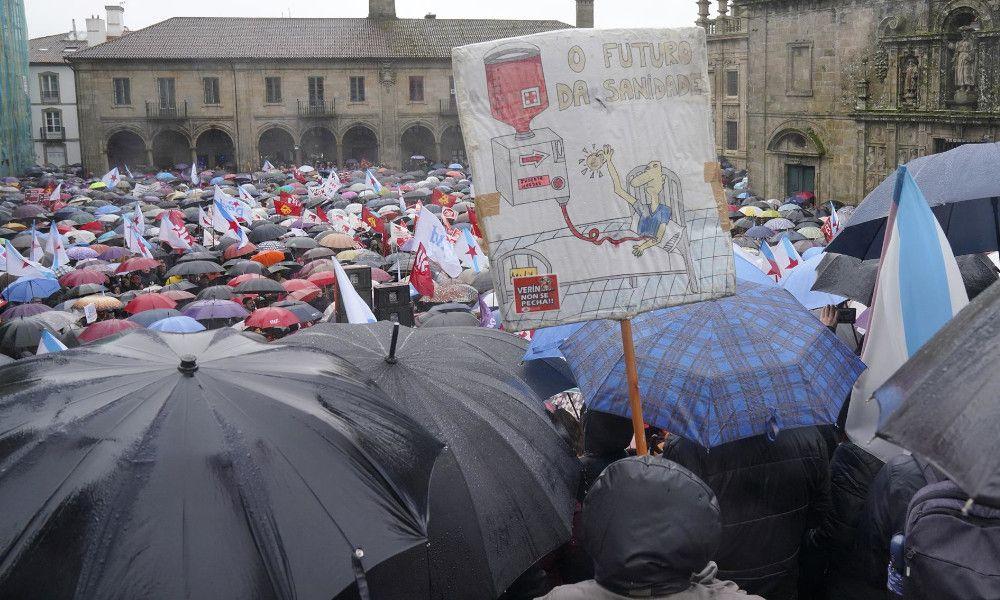 Miles de personas marchan contra la política sanitaria de Feijóo