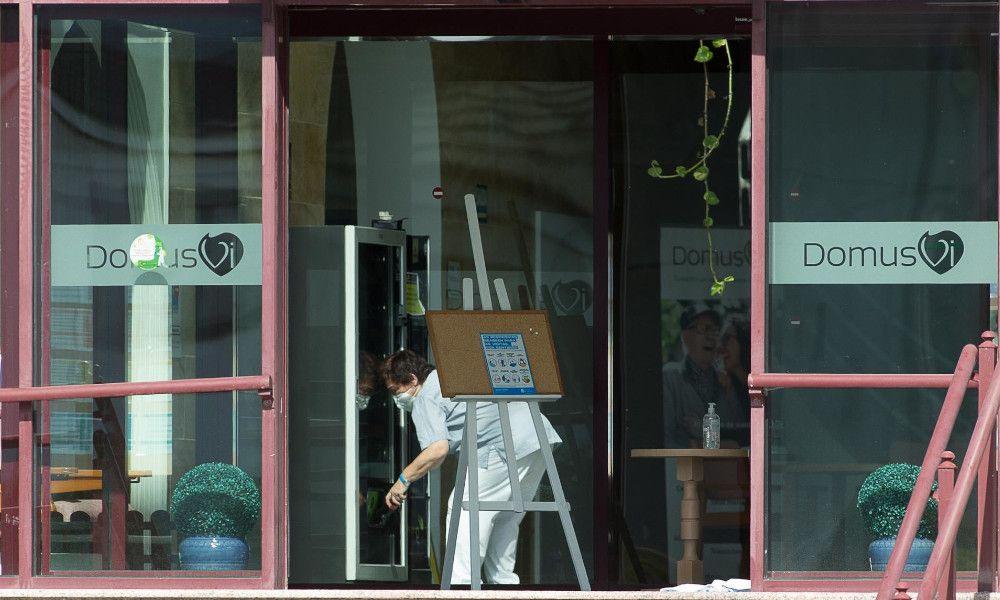 Dos nuevos brotes en residencias gallegas con 70 mayores contagiados