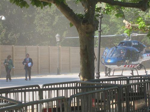 Mas, De Gispert y Mas-Colell esquivan el bloqueo de los 'indignados' con helicóptero