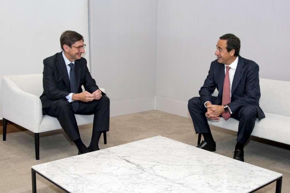La fusión Caixabank-Bankia destapa duplicidades en las urbes gallegas