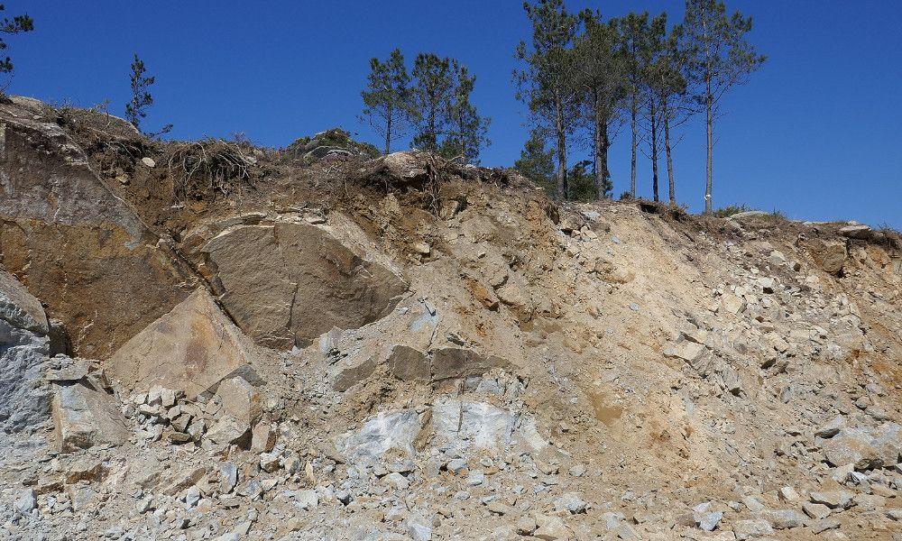 El parque eólico de Naturgy hace escombros parte de la Serra do Gontón