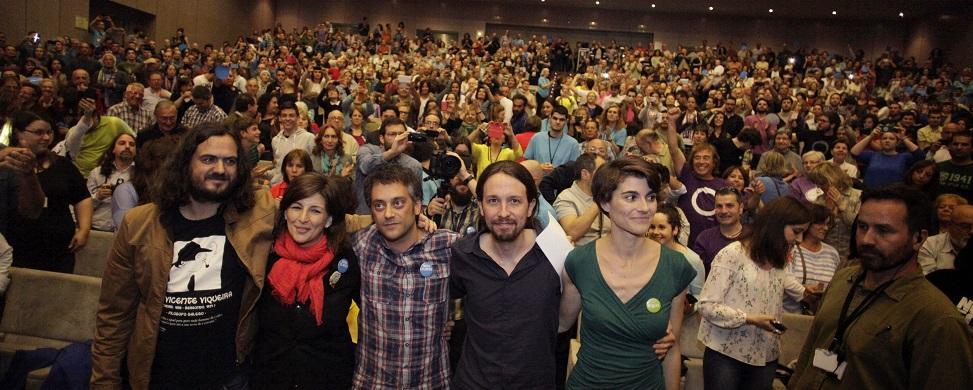 """Iglesias 'reparte' en A Coruña: llama a Rajoy """"cobarde"""" por negarse a debatir"""