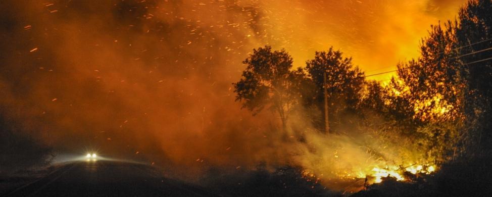 El mayor fuego del verano incendia el debate político en Galicia