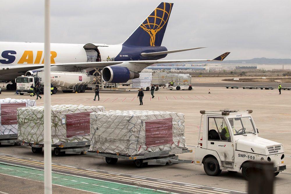 Las mascarillas y equipos donados por Inditex llegan a España