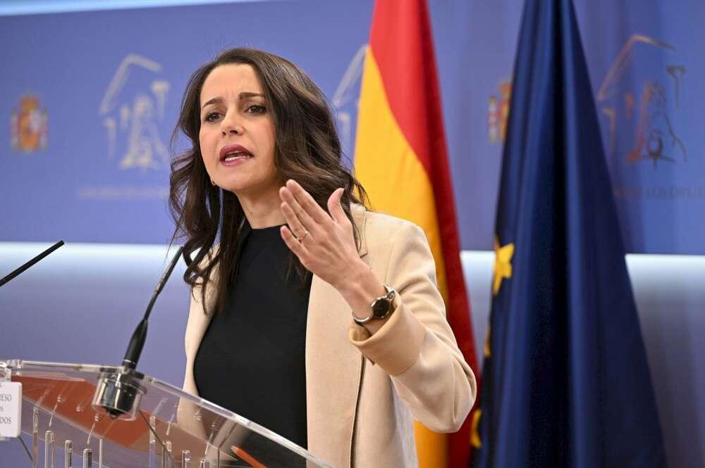 Ciudadanos, a la desesperada: se ofrece a PP y PSOE para el 5-A