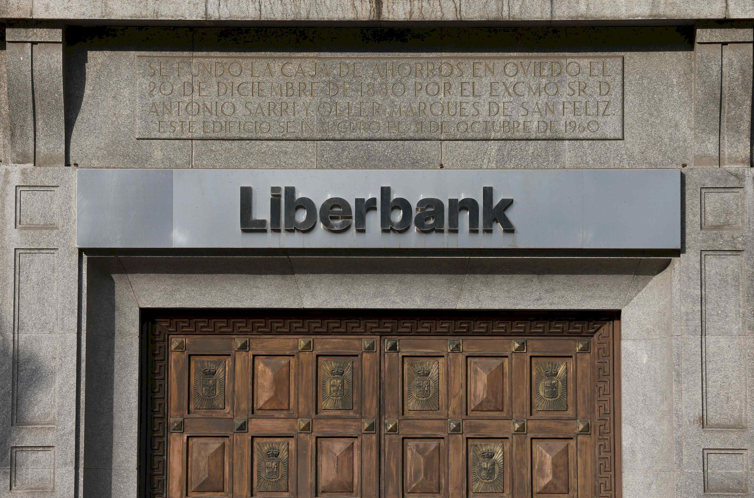 Liberbank y Unicaja encaran su fusión con el castigo de los inversores