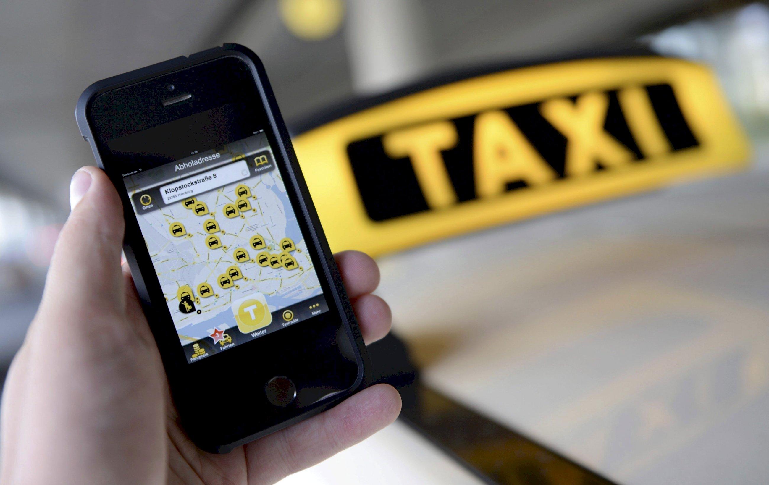El otro cambio del taxi: Mytaxi hunde a las radio emisoras