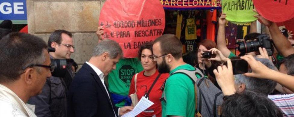 La PAH busca dinero en internet para pagar una condena de 12.000 euros